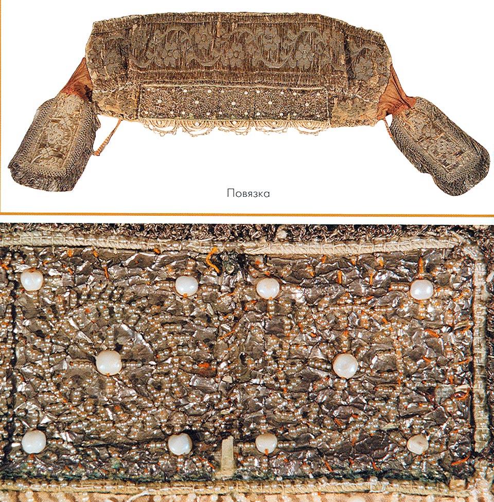 """Дополнениями к костюму являлись шейное украшение  """"заборошник """", янтарные бусы и жемчужные серьги.  Начало XX века."""