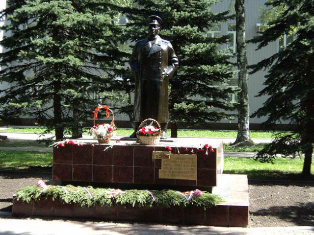 Памятник отцу череповец где заказать памятник и цена можно