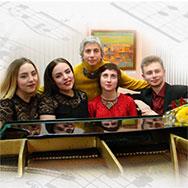 Людмила Станиславовна Андреева вместе со своими учениками