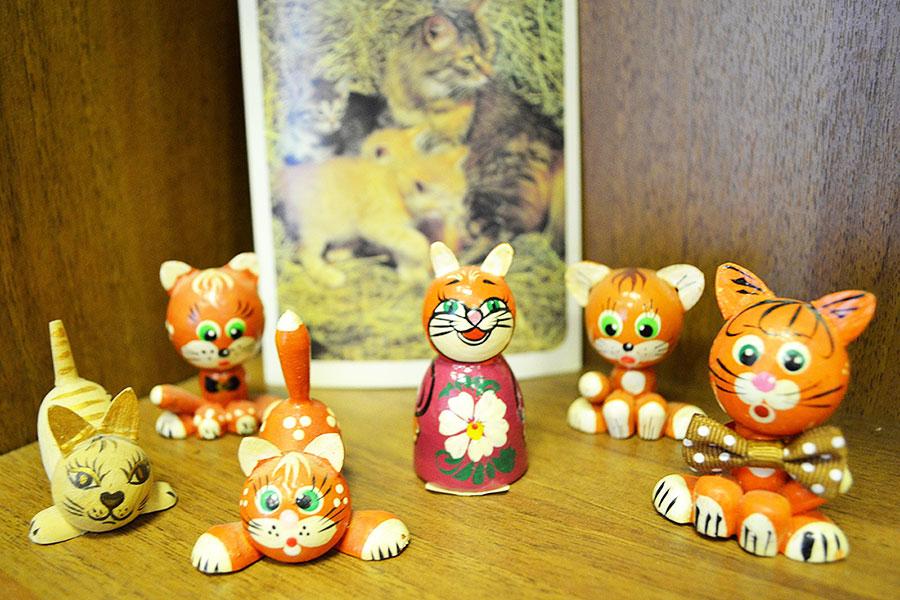 Выставка книг и сувениров «Без кота и жизнь не та!»