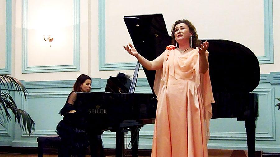 Александра Колотий. У рояля Мария Козлова»