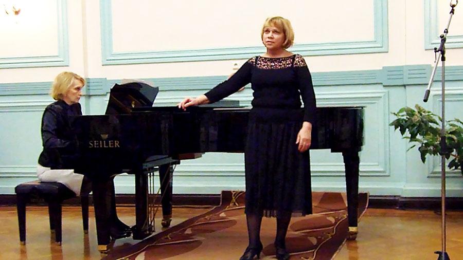 Поет Екатерина Ершова. Партия фортепиано Ирина Малинина