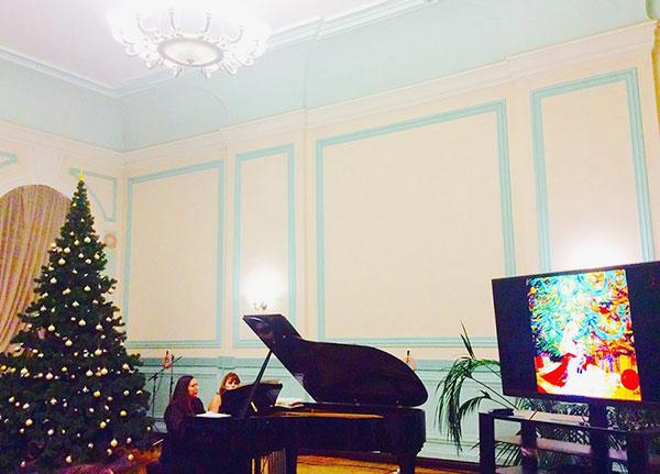 27 декабря Дуэт Ирина Кокина и Ольга Селезнева исполняет музыку Чайковского
