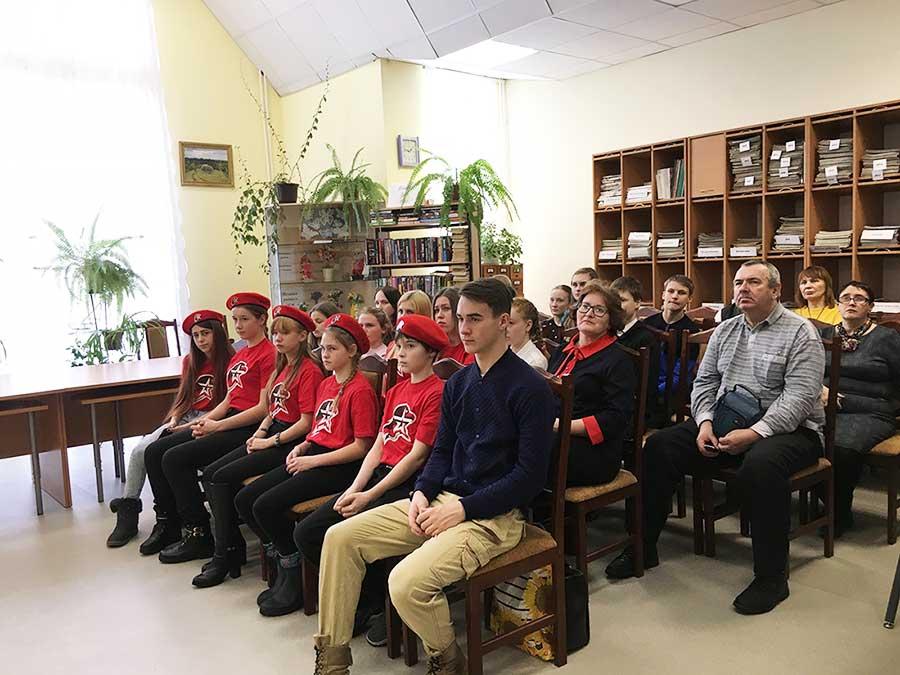 Ребята из отряда «Барс» Николоторжской средней школы