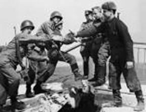 В этот день в 1945 году на Эльбе  произошла встреча советских и американских войск