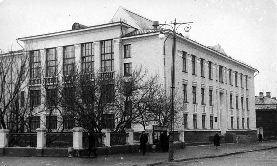 Новое здание библиотеки на ул. Марии Ульяновой, д. 1, построенное в 1963 году.