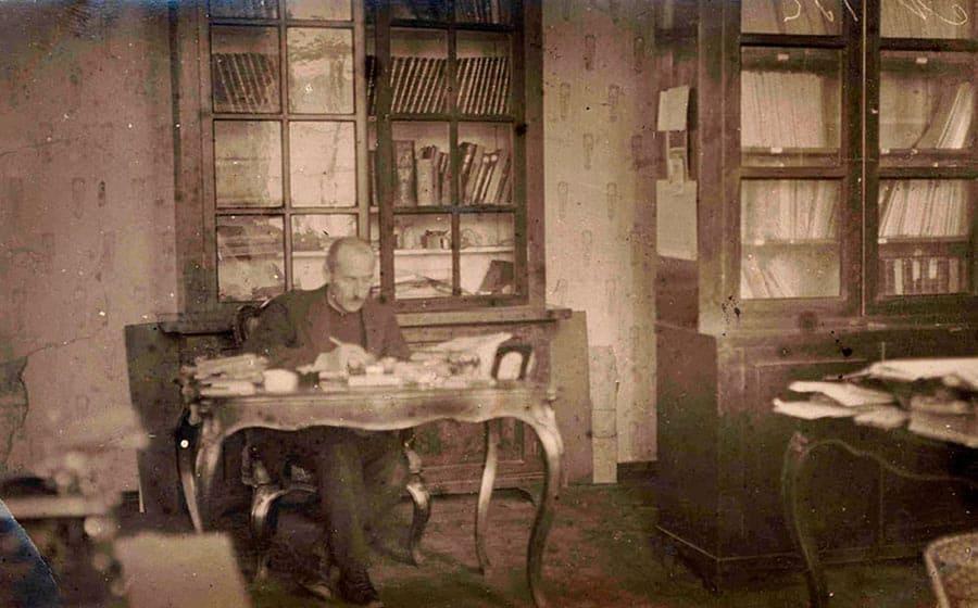 Первый директор библиотеки – Ельцов Владимир Константинович