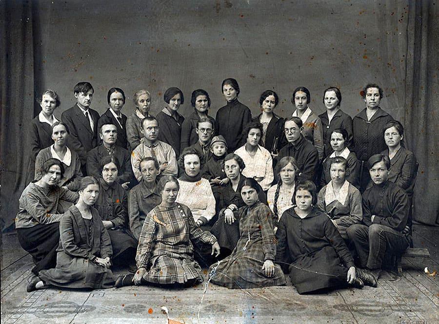 1930 год. Коллектив сотрудников библиотеки