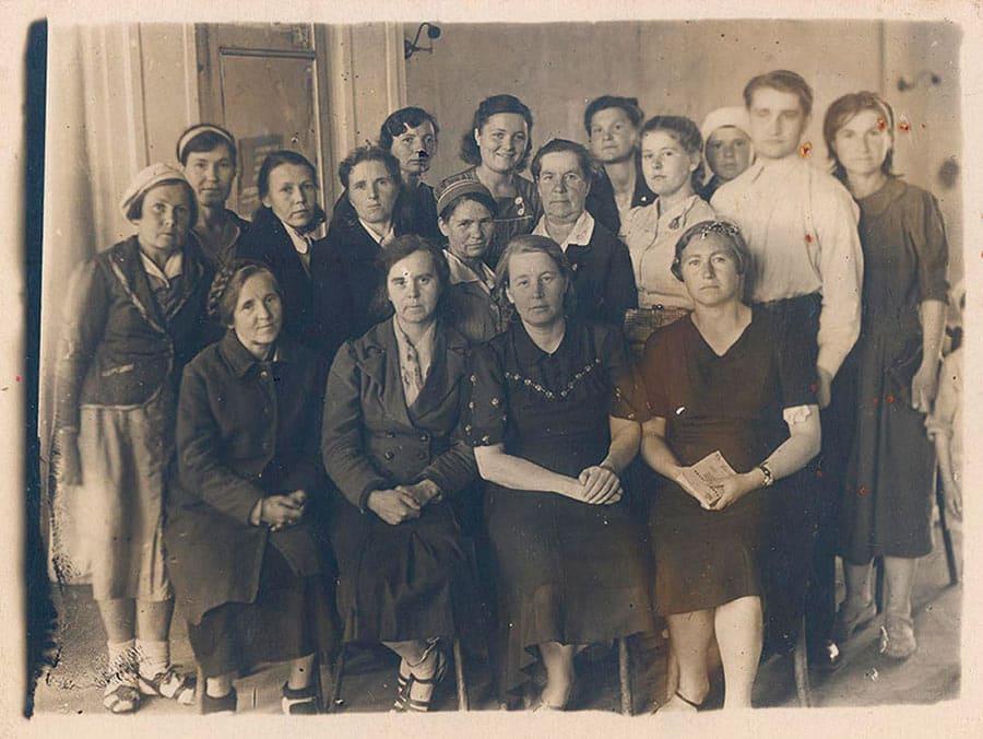 Коллектив сотрудников библиотеки. 1945 г.