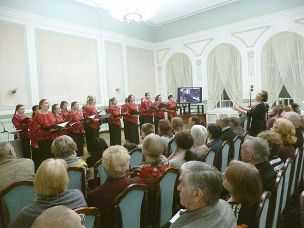 Выступает хор Гармония под руководством Людмилы Шуваловой