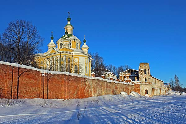 Тотьма. У стен монастыря. Алексей Палысаев