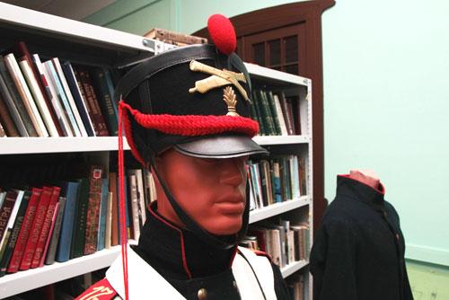 Экспонаты выставки «Бей, барабан, и военная флейта, громко свисти на манер снегиря»