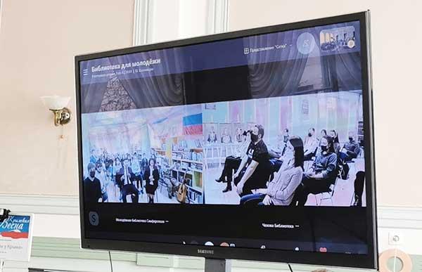 На экране - Крым и Благовещенск